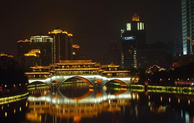 成都至西宁首开动车 两地铁路旅行时间缩短至10小时