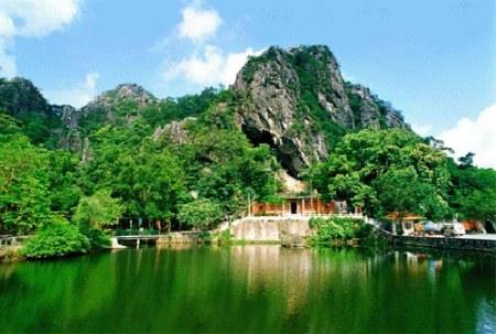 会宁会师楼―柳湖公园--平凉崆峒山两日游